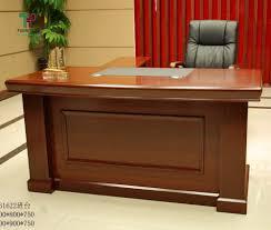 Giá bàn giám đốc chất liệu gỗ tự nhiên.